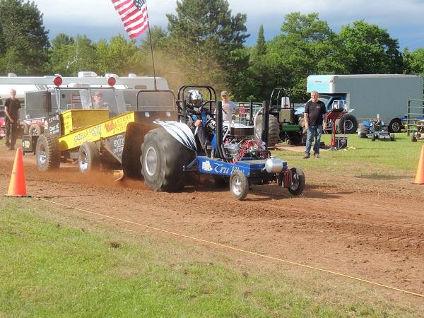 Mini Mod Tractor Pulling : Eagle river june lena mini and modified tractor
